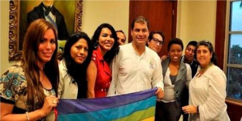 Correa anuncia que parejas gay podrán registrar unión de hecho en la cédula-Siluetax