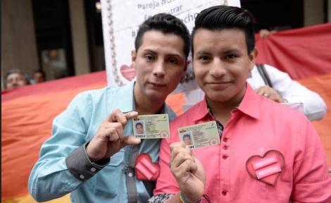 Segunda pareja Gay en registrar unión de hecho en Ecuador - Javier vallejo y Xavier Sanchez
