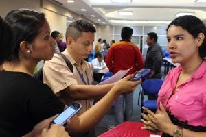 silueta x Lanzamiento Unión de hecho en Guayaquil - Rueda de Prensa - lider GLBTI Diane Rodríguez (1)