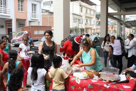 Agasajo navideño a niños y niñas por parte de Silueta X 2014 (1)