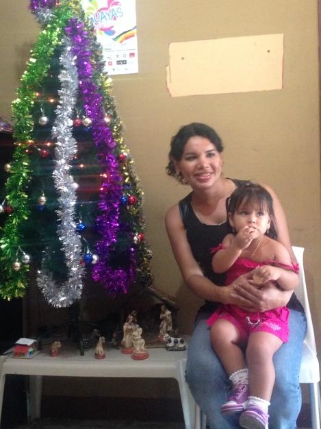 Agasajo navideño a niños y niñas por parte de Silueta X 2014 (31)