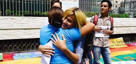 Abrazos y besos gratis - Paulette Rivadeneira Asociacion SIlueta X