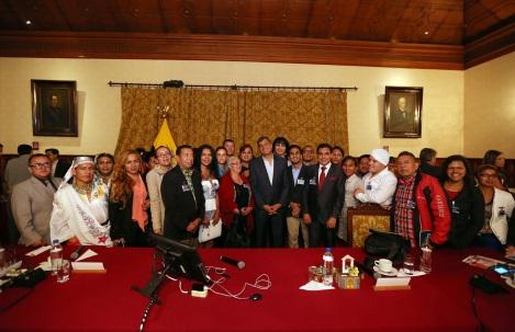 Rafael Correa junto a Diane Rodriguez y la Federación Ecuatoriana de Organizaciones LGBTI