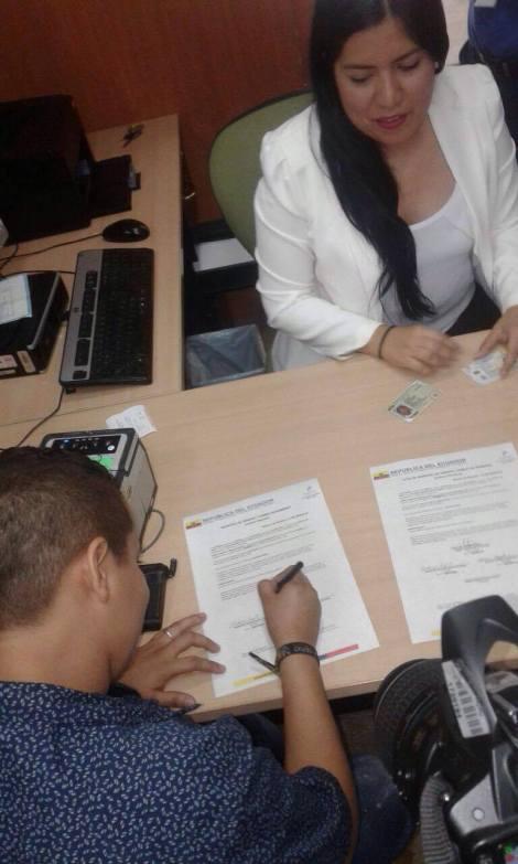Transexuales logran cambian el sexo por género en Ecuador (8)