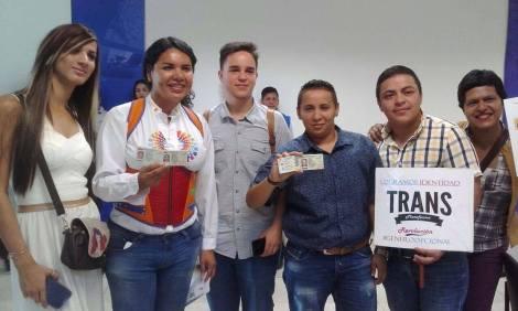 Transexuales logran la sustitución de sexo por genero en la cedula en Ecuador (16)