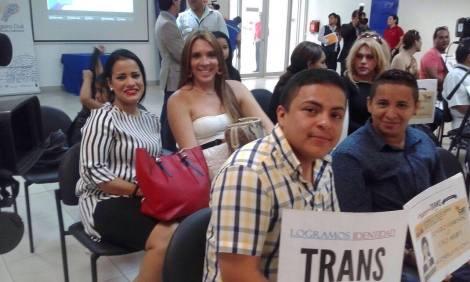 Transexuales logran la sustitución de sexo por genero en la cedula en Ecuador (18)