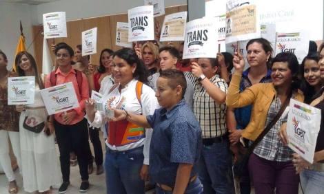 Transexuales logran la sustitución de sexo por genero en la cedula en Ecuador (21)