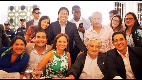 diane-rodriguez-presidenta-de-la-federacion-ecuatoriana-de-organizaciones-lgbt-junto-a-pepe-mujica-ex-presidente-de-uruguay