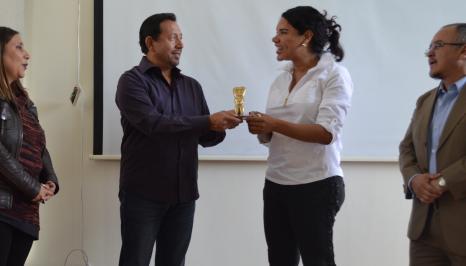 FemRock Ecuador entrega reconocimiento Valdivia 2018 a Diane Rodríguez activista por los derechos de la diversidad (1)