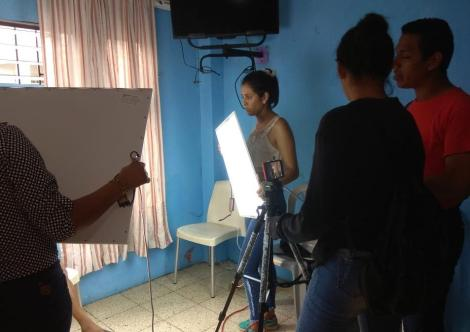 Prácticas - Investigación estudiantes universitarios colegios con LGBT Trans en Guayaquil - Quito - Ecuador - Silueta X 5.jpg